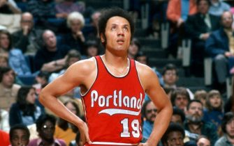 LANDOVER, MD - CIRCA 1975: Lenny Wilkens #19 of the Portland Trail Blazers looks on against the Washington Bullets during an NBA basketball game circa 1975 at the Capital Centre in Landover, Maryland. Wilkens played for the Trail Blazers from 1974-75. (Photo by Focus on Sport/Getty Images)
