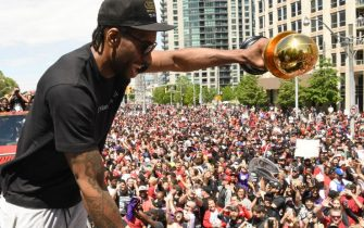TORONTO, ON - JUNE 17:  Kawhi Leonard #2 of the Toronto Raptors interacts with the crowd during the Toronto Raptors Championship Victory Parade on June 17, 2019 in Toronto, Ontario. NOTE TO USER: User expressly acknowledges and agrees that, by downloading and/or using this photograph, user is consenting to the terms and conditions of Getty Images License Agreement. Mandatory Copyright Notice: Copyright 2019 NBAE (Photo by Ron Turenne/NBAE via Getty Images)