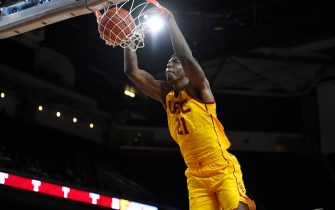 LOS ANGELES, CA - NOVEMBER 22: Onyeka Okongwu #21 of the USC Trojans dunks the ball against Temple Owls at Galen Center on November 22, 2019 in Los Angeles, California. (Photo by John McCoy/Getty Images)