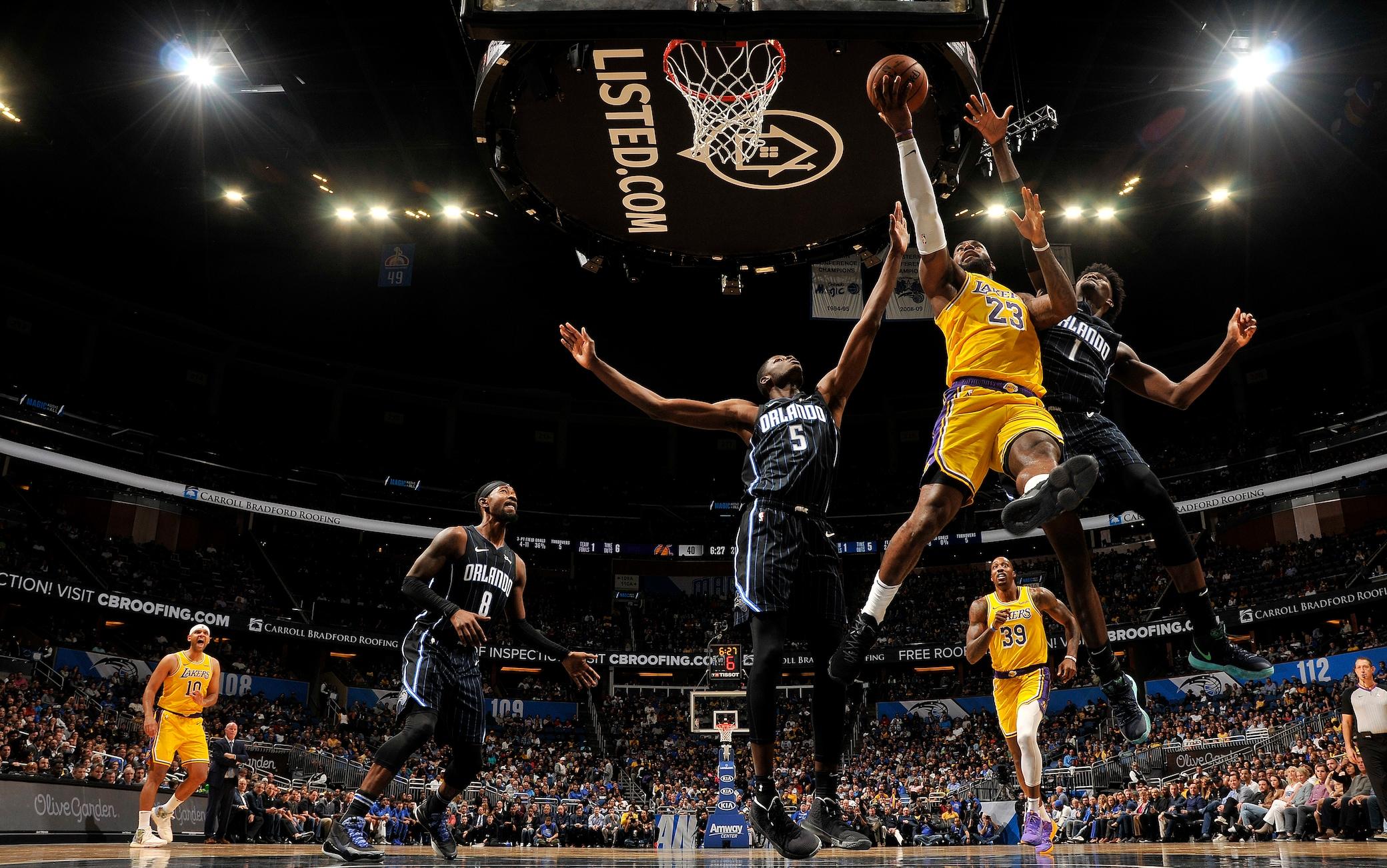 NBA, risultati della notte: LeBron trascina i Lakers, Harden da 55 ...