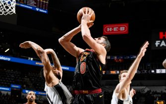 SAN ANTONIO, TX - DECEMBER 12: Kevin Love #0 of the Cleveland Cavaliers shoots the ball against the San Antonio Spurs on December 12, 2019 at the AT&T Center in San Antonio, Texas. NOTE TO USER: User expressly acknowledges and agrees that, by downloading and or using this photograph, user is consenting to the terms and conditions of the Getty Images License Agreement. Mandatory Copyright Notice: Copyright 2019 NBAE (Photos by Logan Riely/NBAE via Getty Images)
