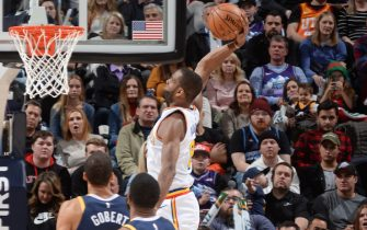 SALT LAKE CITY, UT - DECEMBER 13: Alec Burks #8 of the Golden State Warriors shoots the ball against the Utah Jazz on December 13, 2019 at vivint.SmartHome Arena in Salt Lake City, Utah. NOTE TO USER: User expressly acknowledges and agrees that, by downloading and or using this Photograph, User is consenting to the terms and conditions of the Getty Images License Agreement. Mandatory Copyright Notice: Copyright 2019 NBAE (Photo by Noah Graham/NBAE via Getty Images)