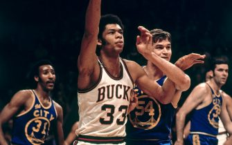MILWAUKEE, WI - JANUARY 18: Kareem Abdul-Jabbar #33 of the Milwaukee Bucks posts up Dale Schlueter #54 of the San Francisco Warriors on January 18, 1970 at the Milwaukee Arena in Milwaukee, Wisconsin. NOTE TO USER: User expressly acknowledges and agrees that, by downloading and/or using this photograph, user is consenting to the terms and conditions of the Getty Images License Agreement. Mandatory Copyright Notice: Copyright 1970 NBAE (Photo by Vernon Biever/NBAE via Getty Images)
