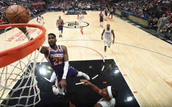 LOS ANGELES, CA - DECEMBER 17: Deandre Ayton #22 of the Phoenix Suns shoots the ball against the LA Clippers on December 17, 2019 at STAPLES Center in Los Angeles, California. NOTE TO USER: User expressly acknowledges and agrees that, by downloading and/or using this Photograph, user is consenting to the terms and conditions of the Getty Images License Agreement. Mandatory Copyright Notice: Copyright 2019 NBAE (Photo by Andrew D. Bernstein/NBAE via Getty Images)