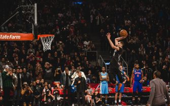 TORONTO, CANADA - FEBRUARY 13:  Zach LaVine #8 of the Minnesota Timberwolves dunks the ball during the Verizon Slam Dunk Contest during State Farm All-Star Saturday Night as part of the 2016 NBA All-Star Weekend on February 13, 2016 at the Air Canada Centre in Toronto, Ontario, Canada. NOTE TO USER: User expressly acknowledges and agrees that, by downloading and/or using this photograph, user is consenting to the terms and conditions of the Getty Images License Agreement. Mandatory Copyright Notice: Copyright 2016 NBAE (Photo by Charlie Lindsay/NBAE via Getty Images)