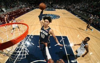 MINNEAPOLIS, MN - DECEMBER 18: Jaxson Hayes #10 of the New Orleans Pelicans dunks the ball against the Minnesota Timberwolves on December 18, 2019 at Target Center in Minneapolis, Minnesota. NOTE TO USER: User expressly acknowledges and agrees that, by downloading and or using this Photograph, user is consenting to the terms and conditions of the Getty Images License Agreement. Mandatory Copyright Notice: Copyright 2019 NBAE (Photo by David Sherman/NBAE via Getty Images)