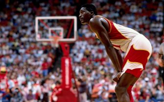 LOS ANGELES - 1989:  Dominique Wilkins #21 of the Atlanta Hawks catches his breath against the Los Angeles Clippers during a 1989 NBA game played at the Los Angeles Memorial Sports Arena in Los Angeles, California.  NOTE TO USER: User expressly acknowledges that, by downloading and or using this photograph, User is consenting to the terms and conditions of the Getty Images License agreement. Mandatory Copyright Notice: Copyright 1989 NBAE (Photo by Andrew D. Bernstein/NBAE via Getty Images)