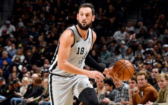 SAN ANTONIO, TX - DECEMBER 21: Marco Belinelli #18 of the San Antonio Spurs handles the ball during the game against the LA Clippers on December 21, 2019 at the AT&T Center in San Antonio, Texas. NOTE TO USER: User expressly acknowledges and agrees that, by downloading and or using this photograph, user is consenting to the terms and conditions of the Getty Images License Agreement. Mandatory Copyright Notice: Copyright 2019 NBAE (Photos by Logan Riely/NBAE via Getty Images)