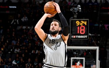 SAN ANTONIO, TX - DECEMBER 21: Marco Belinelli #18 of the San Antonio Spurs shoots the ball during the game against the LA Clippers on December 21, 2019 at the AT&T Center in San Antonio, Texas. NOTE TO USER: User expressly acknowledges and agrees that, by downloading and or using this photograph, user is consenting to the terms and conditions of the Getty Images License Agreement. Mandatory Copyright Notice: Copyright 2019 NBAE (Photos by Logan Riely/NBAE via Getty Images)