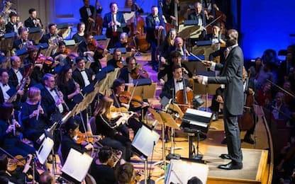 Tacko Fall direttore d'orchestra a Boston. VIDEO