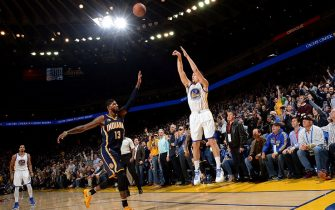 OAKLAND, CA - DECEMBER 5: Klay Thompson #11 of the Golden State Warriors shoots the ball during the game against the Indiana Pacers on December 5, 2016 at ORACLE Arena in Oakland, California. NOTE TO USER: User expressly acknowledges and agrees that, by downloading and or using this photograph, user is consenting to the terms and conditions of Getty Images License Agreement. Mandatory Copyright Notice: Copyright 2016 NBAE (Photo by Noah Graham/NBAE via Getty Images)
