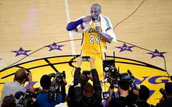 TOPSHOT - Kobe Bryant (top) of the Los Angeles Lakers reacts while addressing fans following his final game as a Laker in their season-ending NBA western division matchup aginst the Utah Jazz in Los Angeles, California on April 13, 2016, where the Lakers defeated the Jazz 101-96.  / AFP / FREDERIC J. BROWN        (Photo credit should read FREDERIC J. BROWN/AFP via Getty Images)