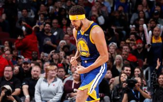CHICAGO, IL - OCTOBER 29:  Klay Thompson #11 of the Golden State Warriors celebrates after hitting his 14th three pointer to break the single game record for the most three's against the Chicago Bulls on October 29, 2018 at United Center in Chicago, Illinois. NOTE TO USER: User expressly acknowledges and agrees that, by downloading and or using this photograph, User is consenting to the terms and conditions of the Getty Images License Agreement. Mandatory Copyright Notice: Copyright 2018 NBAE (Photo by Jeff Haynes/NBAE via Getty Images)