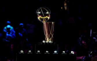 OAKLAND, CA - OCTOBER 16:  a general view of the Larry O'Brien Championship trophy prior to the Golden State Warriors ring ceremony before the game against the Oklahoma City Thunder on October 16, 2018 at ORACLE Arena in Oakland, California. NOTE TO USER: User expressly acknowledges and agrees that, by downloading and or using this photograph, user is consenting to the terms and conditions of Getty Images License Agreement. Mandatory Copyright Notice: Copyright 2018 NBAE (Photo by Andrew D. Bernstein/NBAE via Getty Images)