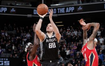SACRAMENTO, CA - JANUARY 4: Nemanja Bjelica #88 of the Sacramento Kings shoots three point basket against the New Orleans Pelicans on January 4, 2020 at Golden 1 Center in Sacramento, California. NOTE TO USER: User expressly acknowledges and agrees that, by downloading and or using this Photograph, user is consenting to the terms and conditions of the Getty Images License Agreement. Mandatory Copyright Notice: Copyright 2020 NBAE (Photo by Rocky Widner/NBAE via Getty Images)