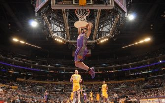 LOS ANGELES - JANUARY 17:  Shawn Marion #31 of the Phoenix Suns goes for a dunk against the Los Angeles Lakers during the game at Staples Center on January 17, 2008 in Los Angeles, California. The Suns won 106-98.  NOTE TO USER: User expressly acknowledges and agrees that, by downloading and/or using this Photograph, user is consenting to the terms and conditions of the Getty Images License Agreement. Mandatory Copyright Notice: Copyright 2008 NBAE (Photo by Andrew D. Bernstein/NBAE via Getty Images)