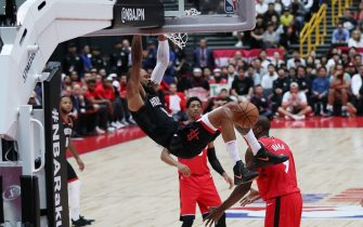 SAITAMA, JAPAN - OCTOBER 10: Tyson Chandler #19 of Houston Rockets dunks during the preseason match between Toronto Raptors and Houston Rockets at Saitama Super Arena on October 10, 2019 in Saitama, Japan. NOTE TO USER: User expressly acknowledges and agrees that, by downloading and/or using this photograph, user is consenting to the terms and conditions of the Getty Images License Agreement. (Photo by Takashi Aoyama/Getty Images)