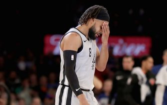 NEW YORK, NEW YORK - FEBRUARY 24:  Patty Mills #8 of the San Antonio Spurs reacts in the fourth quarter against the New York Knicks at Madison Square Garden on February 24, 2019 in New York City.The New York Knicks defeated the San Antonio Spurs 130-118. NOTE TO USER: User expressly acknowledges and agrees that, by downloading and or using this photograph, User is consenting to the terms and conditions of the Getty Images License Agreement. (Photo by Elsa/Getty Images)