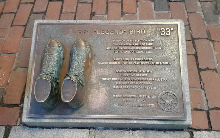 La targa che onora Larry Bird