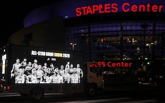 Truck parcheggiato davanti allo Staples Center