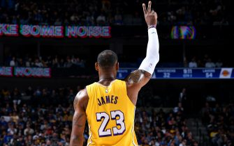 DALLAS, TX - JANUARY 10: LeBron James #23 of the Los Angeles Lakers makes a call during the game against the Dallas Mavericks on January 10, 2020 at the American Airlines Center in Dallas, Texas. NOTE TO USER: User expressly acknowledges and agrees that, by downloading and or using this photograph, User is consenting to the terms and conditions of the Getty Images License Agreement. Mandatory Copyright Notice: Copyright 2020 NBAE (Photo by Glenn James/NBAE via Getty Images)