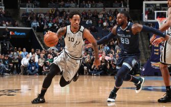 MEMPHIS, TN - JANUARY 10: DeMar DeRozan #10 of the San Antonio Spurs drives to the basket against the Memphis Grizzlies on January 10, 2020 at FedExForum in Memphis, Tennessee. NOTE TO USER: User expressly acknowledges and agrees that, by downloading and or using this photograph, User is consenting to the terms and conditions of the Getty Images License Agreement. Mandatory Copyright Notice: Copyright 2020 NBAE (Photo by Joe Murphy/NBAE via Getty Images)