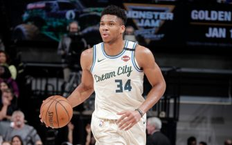 SACRAMENTO, CA - JANUARY 10: Giannis Antetokounmpo #34 of the Milwaukee Bucks handles the ball during the game against the Sacramento Kings on January 10, 2020 at Golden 1 Center in Sacramento, California. NOTE TO USER: User expressly acknowledges and agrees that, by downloading and or using this Photograph, user is consenting to the terms and conditions of the Getty Images License Agreement. Mandatory Copyright Notice: Copyright 2020 NBAE (Photo by Rocky Widner/NBAE via Getty Images)