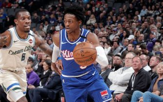 SACRAMENTO, CA - JANUARY 10: De'Aaron Fox #5 of the Sacramento Kings handles the ball during the game against the Milwaukee Bucks on January 10, 2020 at Golden 1 Center in Sacramento, California. NOTE TO USER: User expressly acknowledges and agrees that, by downloading and or using this Photograph, user is consenting to the terms and conditions of the Getty Images License Agreement. Mandatory Copyright Notice: Copyright 2020 NBAE (Photo by Rocky Widner/NBAE via Getty Images)