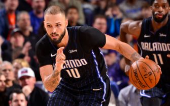 PHOENIX, AZ - JANUARY 10: Evan Fournier #10 of the Orlando Magic drives to the basket against the Phoenix Suns on January 10, 2020 at Talking Stick Resort Arena in Phoenix, Arizona. NOTE TO USER: User expressly acknowledges and agrees that, by downloading and or using this photograph, user is consenting to the terms and conditions of the Getty Images License Agreement. Mandatory Copyright Notice: Copyright 2020 NBAE (Photo by Barry Gossage/NBAE via Getty Images)