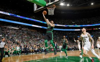 BOSTON, MA - JANUARY 11: Gordon Hayward #20 of the Boston Celtics shoots the ball against the New Orleans Pelicans on January 11, 2020 at the TD Garden in Boston, Massachusetts. NOTE TO USER: User expressly acknowledges and agrees that, by downloading and or using this photograph, User is consenting to the terms and conditions of the Getty Images License Agreement. Mandatory Copyright Notice: Copyright 2020 NBAE (Photo by Brian Babineau/NBAE via Getty Images)