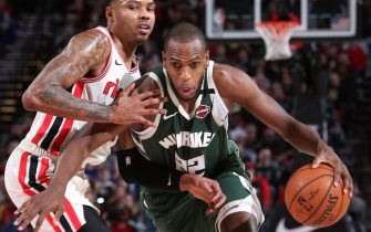 PORTLAND, OR - JANUARY 11: Khris Middleton #22 of the Milwaukee Bucks drives to the basket against the Portland Trail Blazers on January 11, 2020 at the Moda Center Arena in Portland, Oregon. NOTE TO USER: User expressly acknowledges and agrees that, by downloading and or using this photograph, user is consenting to the terms and conditions of the Getty Images License Agreement. Mandatory Copyright Notice: Copyright 2020 NBAE (Photo by Sam Forencich/NBAE via Getty Images)