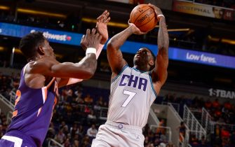 PHOENIX, AZ - JANUARY 12: Dwayne Bacon #7 of the Charlotte Hornets shoots the ball against the Phoenix Suns on January 12, 2020 at Talking Stick Resort Arena in Phoenix, Arizona. NOTE TO USER: User expressly acknowledges and agrees that, by downloading and or using this photograph, user is consenting to the terms and conditions of the Getty Images License Agreement. Mandatory Copyright Notice: Copyright 2020 NBAE (Photo by Barry Gossage/NBAE via Getty Images)
