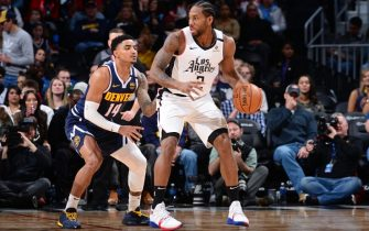 DENVER, CO - JANUARY 12: Kawhi Leonard #2 of the LA Clippers handles the ball during the game against the Denver Nuggets on January 12, 2020 at the Pepsi Center in Denver, Colorado. NOTE TO USER: User expressly acknowledges and agrees that, by downloading and/or using this Photograph, user is consenting to the terms and conditions of the Getty Images License Agreement. Mandatory Copyright Notice: Copyright 2020 NBAE (Photo by Bart Young/NBAE via Getty Images)