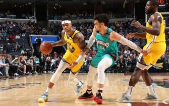 MEMPHIS, TN - JANUARY 12: D'Angelo Russell #0 of the Golden State Warriors drives to the basket against the Memphis Grizzlies on January 12, 2020 at FedExForum in Memphis, Tennessee. NOTE TO USER: User expressly acknowledges and agrees that, by downloading and or using this photograph, User is consenting to the terms and conditions of the Getty Images License Agreement. Mandatory Copyright Notice: Copyright 2020 NBAE (Photo by Joe Murphy/NBAE via Getty Images)