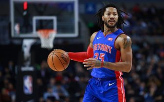 MEXICO CITY, MEXICO - DECEMBER 12: Derrick Rose #25 of the Detroit Pistons handles the ball during a game between Dallas Mavericks and Detroit Pistons at Arena Ciudad de Mexico on December 12, 2019 in Mexico City, Mexico. (Photo by Hector Vivas/Getty Images)
