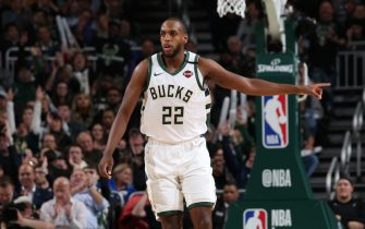 MILWAUKEE, WI - JANUARY 16: Khris Middleton #22 of the Milwaukee Bucks gets back on defense during the game against the Boston Celtics on January 16, 2020 at the Fiserv Forum Center in Milwaukee, Wisconsin. NOTE TO USER: User expressly acknowledges and agrees that, by downloading and or using this Photograph, user is consenting to the terms and conditions of the Getty Images License Agreement. Mandatory Copyright Notice: Copyright 2020 NBAE (Photo by Gary Dineen/NBAE via Getty Images).