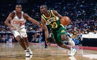 MEXICO CITY - OCTOBER 28: Gary Payton # 20  of the Seattle Supersonics drives against the Los Angeles Clippers during the 1994 NBA Challenge at the Palacio de los Deportes on October 28, 1994 in Mexico City, Mexico. NOTE TO USER: User expressly acknowledges that, by downloading and or using this photograph, User is consenting to the terms and conditions of the Getty Images License agreement. Mandatory Copyright Notice: Copyright 1994 NBAE (Photo by Nathaniel S. Butler/NBAE via Getty Images)