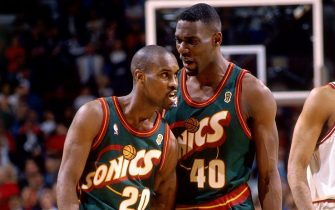 CHICAGO - JUNE 7:  Shawn Kemp #40 and Gary Payton #20 of the Seattle SuperSonics discuss strategy against the Chicago Bulls during Game Two of the 1996 NBA Finals at the United Center on June 7, 1996 in Chicago, Illinois.  The Bulls won 92-88.  NOTE TO USER: User expressly acknowledges that, by downloading and or using this photograph, User is consenting to the terms and conditions of the Getty Images License agreement. Mandatory Copyright Notice: Copyright 1996 NBAE (Photo by Andy Hayt/NBAE via Getty Images)