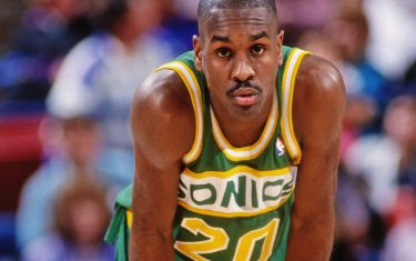 SACRAMENTO, CA - 1994: Gary Payton #20 of the Seattle SuperSonics rests against the Sacramento Kings circa 1994 at Arco Arena in Sacramento, California. NOTE TO USER: User expressly acknowledges and agrees that, by downloading and or using this photograph, User is consenting to the terms and conditions of the Getty Images License Agreement. Mandatory Copyright Notice: Copyright 1994 NBAE (Photo by Rocky Widner/NBAE via Getty Images)