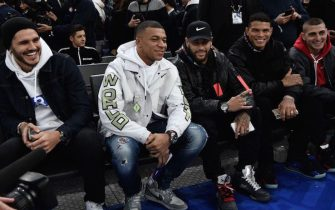 (L/R): Paris Saint-Germain's Argentine forward Mauro Icardi, Paris Saint-Germain's French forward Kylian Mbappe, Paris Saint-Germain's Brazilian forward Neymar, Paris Saint-Germain's Brazilian defender Thiago Silva and Paris Saint-Germain's Italian midfielder Marco Verratti pose ahead of the NBA basketball match between Milwakuee Bucks and Charlotte Hornets at The AccorHotels Arena in Paris on January 24, 2020. (Photo by Anne-Christine POUJOULAT / AFP) (Photo by ANNE-CHRISTINE POUJOULAT/AFP via Getty Images)