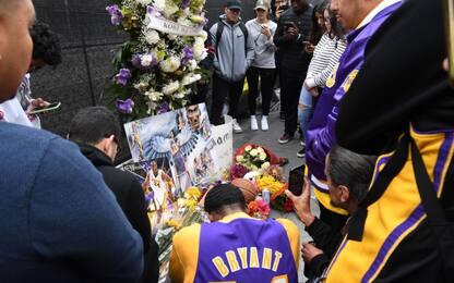Kobe, il tributo dei fan allo Staples Center