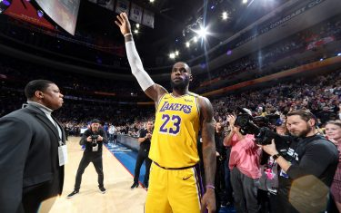 PHILADELPHIA, PA - JANUARY 25: LeBron James #23 of the Los Angeles Lakers thanks the crowd after passing Kobe Bryant for third on NBA's all-time scoring liston January 25, 2020 at the Wells Fargo Center in Philadelphia, Pennsylvania NOTE TO USER: User expressly acknowledges and agrees that, by downloading and/or using this Photograph, user is consenting to the terms and conditions of the Getty Images License Agreement. Mandatory Copyright Notice: Copyright 2020 NBAE (Photo by Nathaniel S. Butler/NBAE via Getty Images)