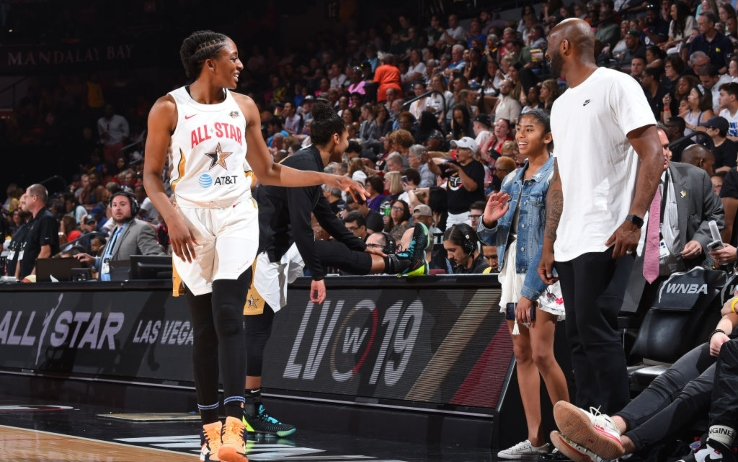 Kobe Bryant con la figlia all'All Star Game WNBA