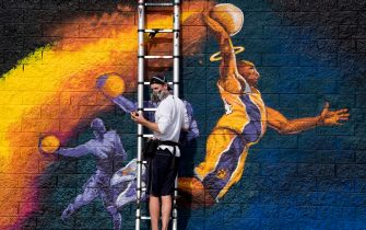 Artist Kiptoe helps paint a mural as a memorial to NBA legend Kobe Bryant, who was killed last weekend in a helicopter accident, in West Hollywood, California on January 30, 2020. (Photo by Mark RALSTON / AFP) / RESTRICTED TO EDITORIAL USE - MANDATORY MENTION OF THE ARTIST UPON PUBLICATION - TO ILLUSTRATE THE EVENT AS SPECIFIED IN THE CAPTION (Photo by MARK RALSTON/AFP via Getty Images)