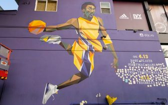 LOS ANGELES, CA - JANUARY 26: A general view of fans gathering at the Kobe Bryant mural on Melrose Ave in Hollywood to honor the NBA Star after the announcement of his death on January 26, 2020 in Los Angeles, California.  (Photo by AaronP/Bauer-Griffin/GC Images)