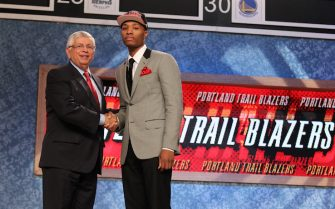 NEWARK, NJ - JUNE 28: Damian Lillard shakes hands with NBA Commissioner David Stern after being selected number six overall by the Portland Trail Blazers during the 2012 NBA Draft at the Prudential Center on June 28, 2012 in Newark, New Jersey. NOTE TO USER: User expressly acknowledges and agrees that, by downloading and or using this photograph, User is consenting to the terms and conditions of the Getty Images License Agreement. Mandatory Copyright Notice: Copyright 2012 NBAE (Photo by Nathaniel S. Butler/NBAE via Getty Images)