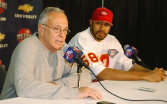 AUBURN HILLS, MI - FEBRUARY 20:  Head coach Larry Brown of the Detroit Pistons introduces Rasheed Wallace as a new member of the Detroit Pistons during a press conference prior to the game against the Minnesota Timberwolves on February 20, 2004 at Palace of Auburn Hills in Auburn Hills, Michigan.  NOTE TO USER: User expressly acknowledges and agrees that, by downloading and or using this photograph, User is consenting to the terms and conditions of the Getty Images License Agreement.  (Photo by Allen Einstein/NBAE via Getty Images) *** Local Caption *** Larry Brown;Rasheed Wallace