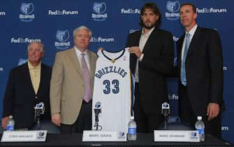 MEMPHIS-JULY 9: (left to right) Grizzlies owner Michael Heisley, General Manager and Vice President Chris Wallace, Marc Gasol and Coach Marc Iavaroni all pose together as Gasol displays his new jersey for local media after the Memphis Grizzlies announced today that they signed the Spanish center and 2008 ACB Most Valuable Player July 9, 2008 at the FedEX Forum in Memphis, Tennessee. NOTE TO USER: User expressly acknowledges and agrees that, by downloading and or using this photograph, User is consenting to the terms and conditions of the Getty Images License Agreement. Mandatory Copyright Notice: Copyright 2008 NBAE (Photo by Chris Desmond/NBAE via Getty Images)
