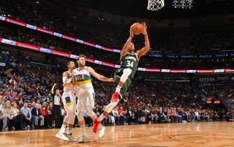 NEW ORLEANS, LA - FEBRUARY 4: Giannis Antetokounmpo #34 of the Milwaukee Bucks shoots the ball against the New Orleans Pelicans on February 4, 2020 at the Smoothie King Center in New Orleans, Louisiana. NOTE TO USER: User expressly acknowledges and agrees that, by downloading and or using this Photograph, user is consenting to the terms and conditions of the Getty Images License Agreement. Mandatory Copyright Notice: Copyright 2020 NBAE (Photo by Jesse D. Garrabrant/NBAE via Getty Images)