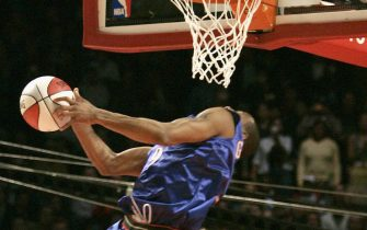 Houston, UNITED STATES:  Andre Iguodala of the Philadelphia 76ers flies to the basket during the Rising Star Slam - Dunk contest 18 February 2006,  part of the 2006 NBA All - Star Game at the Toyota Center in Houston, TX. AFP PHOTO/Robert SULLIVAN  (Photo credit should read ROBERT SULLIVAN/AFP via Getty Images)